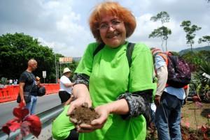 Los voluntarios mostraron su alegría por la acción y amor a nuestra naturaleza. (Foto / Isaac Batista)