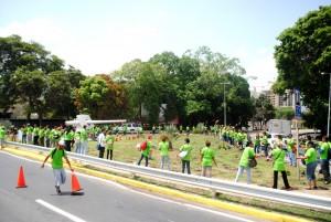 Más de 150 personas de diversas instituciones y voluntariado participaron en la jornada de plantación. (Foto / Isaac Batista)