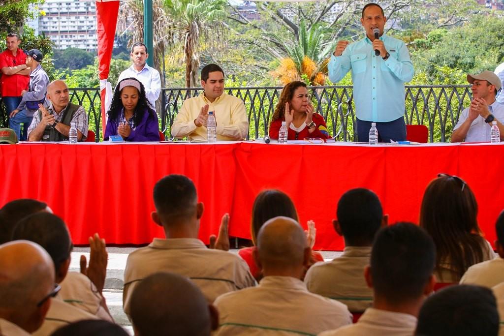 El titular del Minea, Ramón Velásquez Araguayán, al momento de dirigirse a los asistentes. (Foto / Harrison Ruíz)