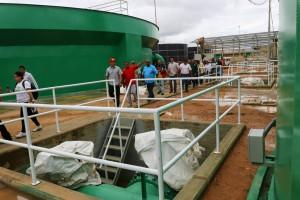 El ministro Velásquez Araguayán recorrió las instalaciones. (Foto / Harrison Ruíz)